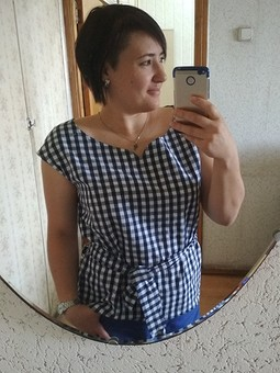 Работа с названием Просто блузка