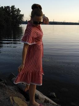 Работа с названием Платье с изюминками