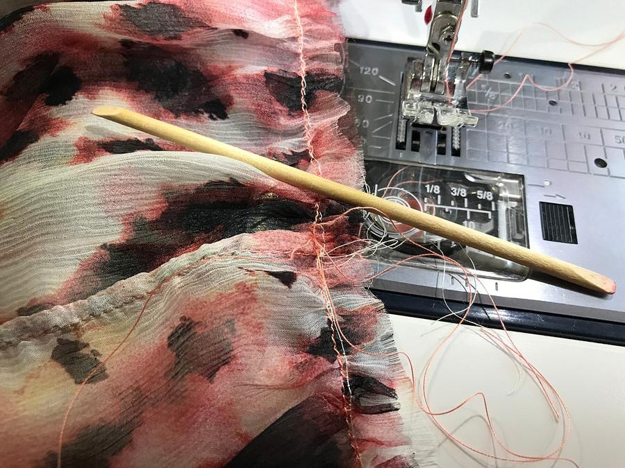 Лайфхак: как использовать апельсиновую палочку во время шитья