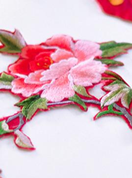 Как украсить джинсы цветочной вышивкой