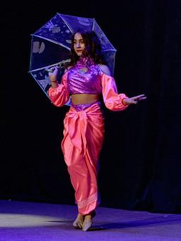 Работа с названием Костюм для танца в индийском стиле. Рассказ про топ.