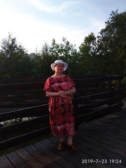 Работа с названием Июльское платье с вырезом лодочкой для мамы