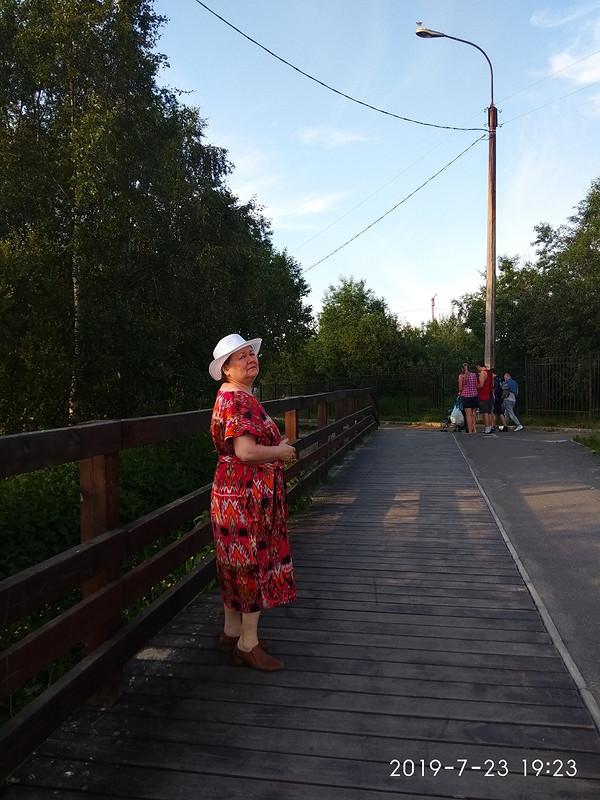 Июльское платье свырезом лодочкой длямамы от Maleki