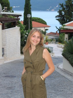 Работа с названием Платье-тренч цвета хаки #отпускнойгардеробBurda