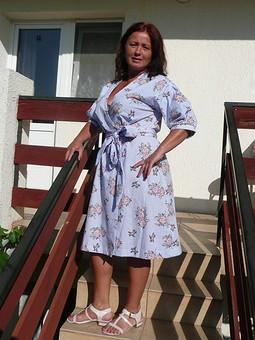 Работа с названием Платье-халат в стиле ретро