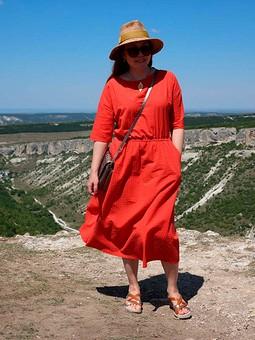 Работа с названием Оранжевое платье