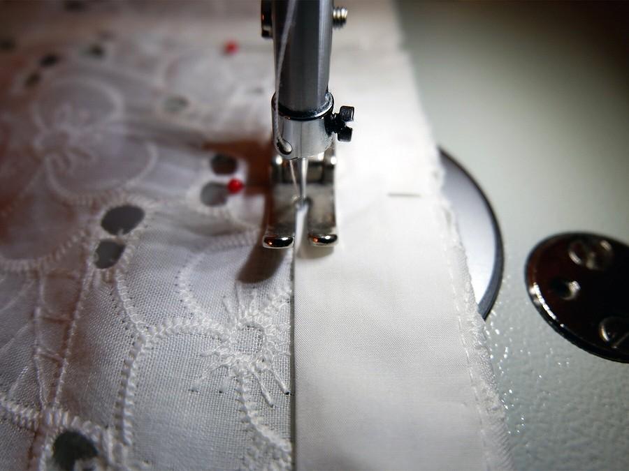Ажурное шитьё: как выполнить планку визделии извышитой ткани