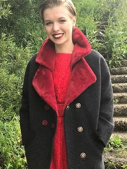 Работа с названием Зимнее пальто летом