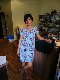 Работа с названием Пестрое платье для жаркого лета