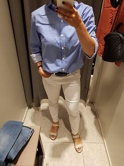 Работа с названием Рубашка в бело- голубую полоску