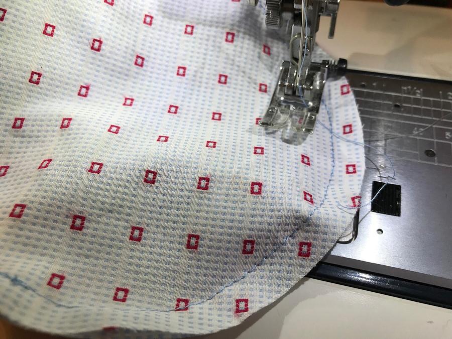 Декоративный валик своими руками изостатков ткани
