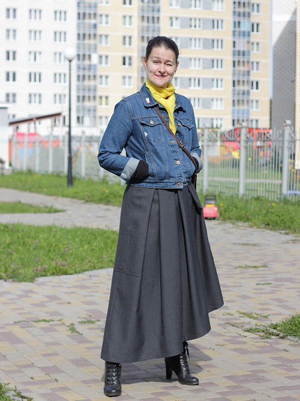 Асимметричная юбка изкостюмной ткани