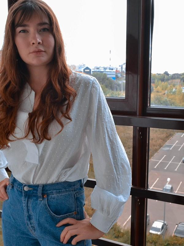 Блузка собъемными рукавами