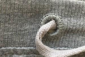 Как обработать отверстие для шнура двойным петельным швом