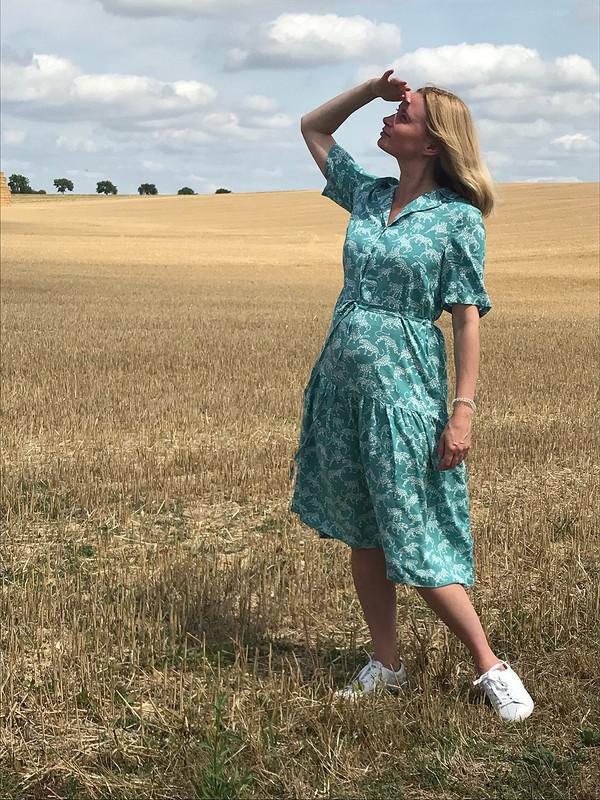 Платье сотложным воротничком