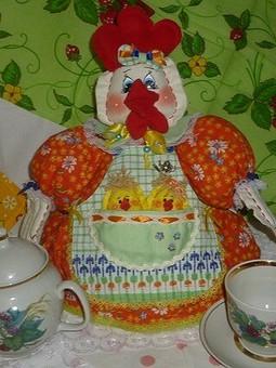 Работа с названием Грелка на чайник Курочка с цыплятами