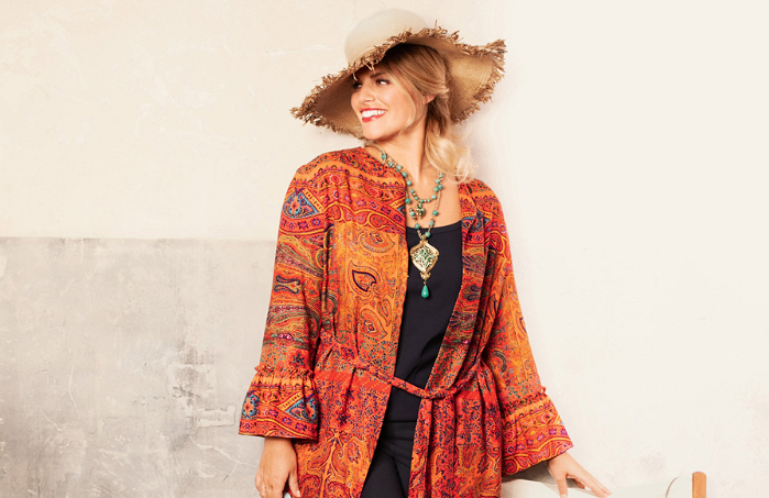 Топ-9 самых стильных блузок для «плюсиков»