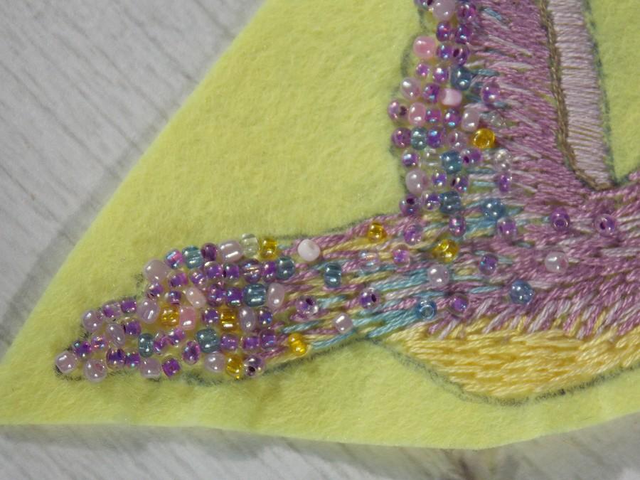 Создаем брошь «Сиреневая колибри»: сочетание вышивки ибисера