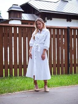 Работа с названием Белое платье из льна.