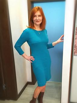 Работа с названием Платье голубое, с рельефами