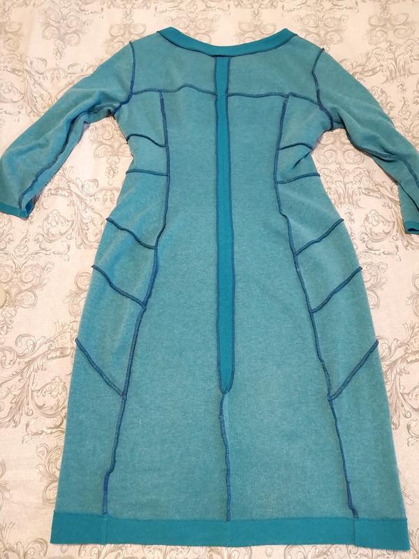 Платье голубое, срельефами