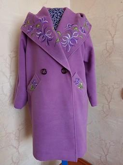 Работа с названием Пальто с капюшоном на весну
