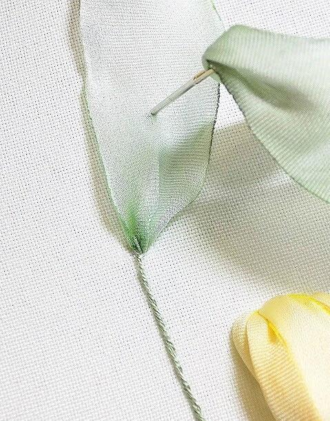 Мастер-класс повышивке лентами: букет сжёлтым тюльпаном