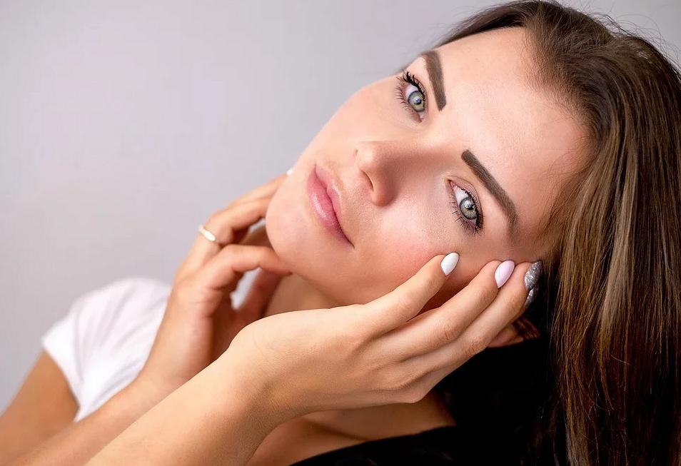 7 частых ошибок, которые приводят кпоявлению морщин