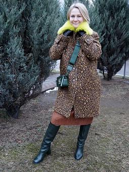 Работа с названием Зимнее пальто с меховым воротником
