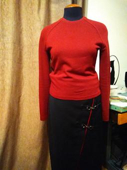 Работа с названием Юбка и свитер