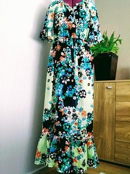 Работа с названием Пляжное платье из ткани 70-х годов в стиле хиппи