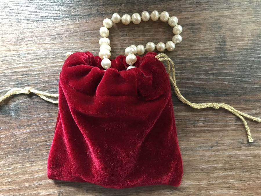 Ювелирный мешочек дляхранения жемчужного ожерелья
