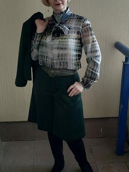 Работа с названием Зелёный костюмчик: шорты и жакет