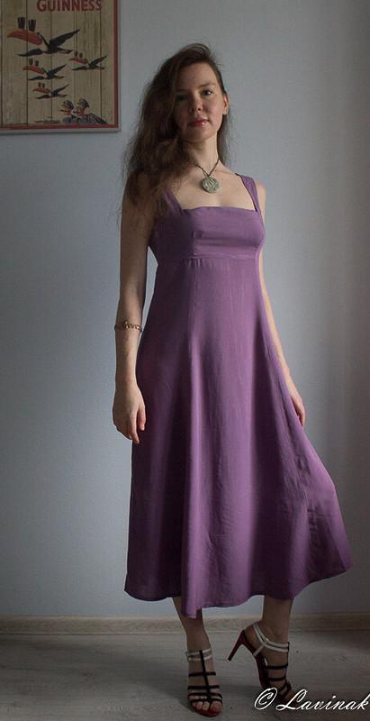 Фиолетовое платье слетящей юбкой