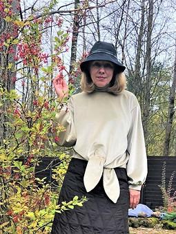 Работа с названием Комплект на фоне осени: пуловер и юбка