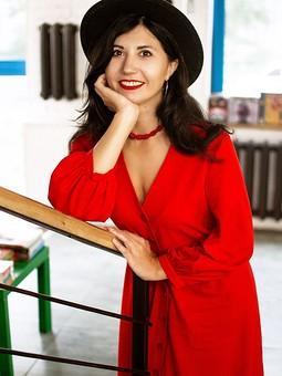 Работа с названием Красное льняное платье