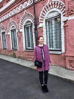 Работа с названием Розовое пальто и юбка в стиле Шанель