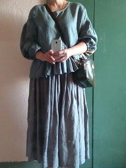 Работа с названием Серая льняная юбка