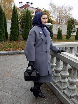 Работа с названием Универсальное пальто