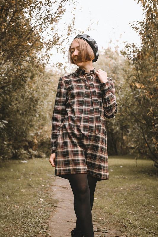 Платье сгалстучком