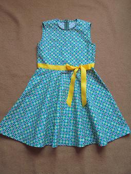 Работа с названием Платье с разноцветным горошком