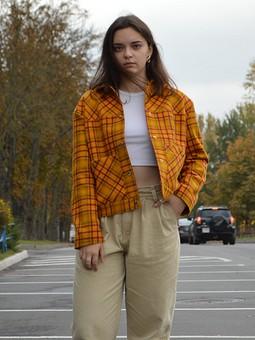 Работа с названием Легкая курточка в цветах осени