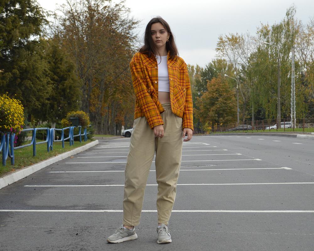 Легкая курточка вцветах осени