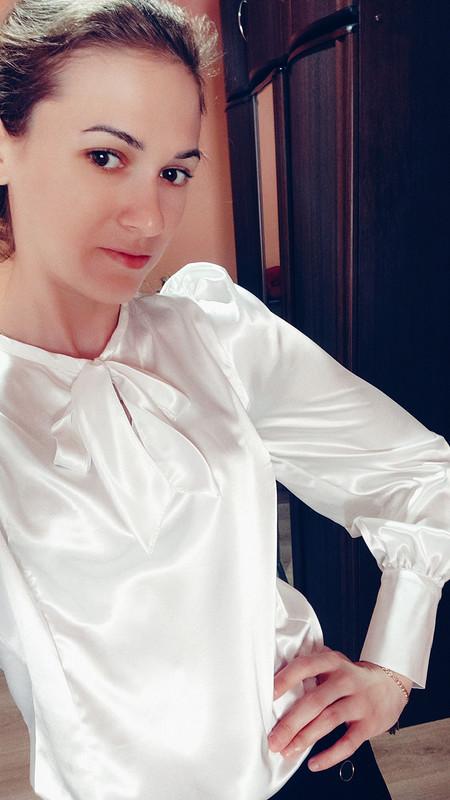 Блуза изкапризного атласа