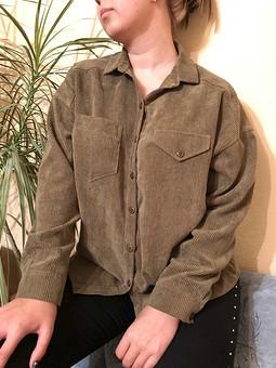 Работа с названием Рубашка из вельвета цвета хаки