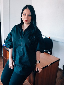 Работа с названием Блузка с объемным рукавом