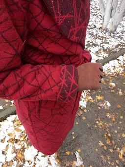 Работа с названием Пальто цвета бордо