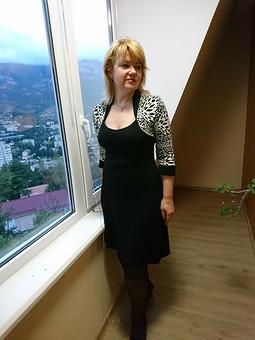 Работа с названием Платье трикотажное с эффектом болеро
