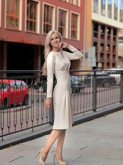 Работа с названием Элегантное платье с рельефами