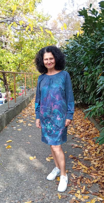 Платье изтрикотажа скупоном